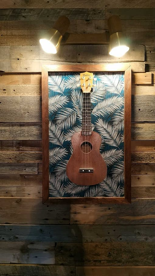 Guisplay Palm Ukulele Display Case Wall Hanger Stand